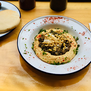 HUMMUS WITH MINCED MEAT